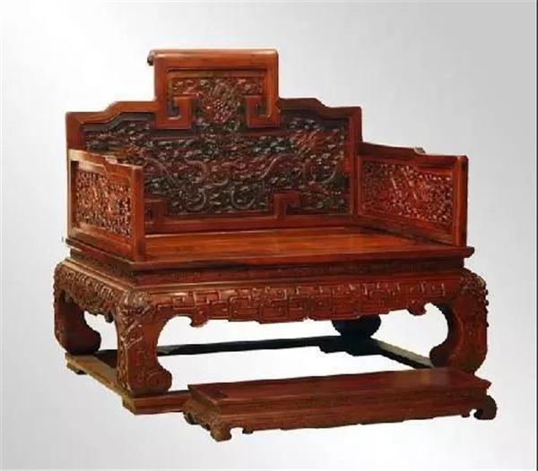 市面上的高仿红木家具(图片来源:网络)